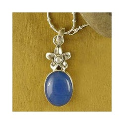 Sterling Silver 'Summer' Pearl and Chalcedony Necklace (2 mm) (India)
