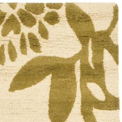 Handmade Soho Beige/ Green New Zealand Wool Runner (2'6 x 8')