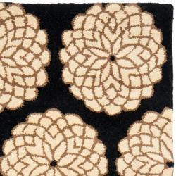 Safavieh Handmade Floral Black/ Ivory N. Z. Wool Runner (2'6 x 8')