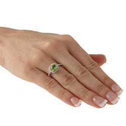 14k White Gold Peridot and 1/5ct TDW Diamond Ring (J-K, I2)