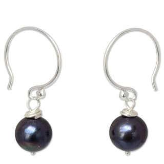 Handmade Sterling Silver Night Queen Black Pearl Dangling Style Earrings (7 mm) (Thailand)
