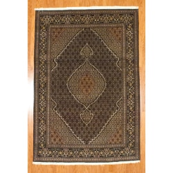 Hand-knotted Persian Tabriz Fish Design Black/ Ivory Wool Rug (6'7 x 9'8)