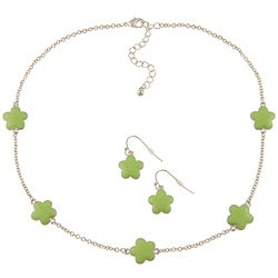 Silvertone Green Enamel 16-inch Daisy Necklace and Earring Set