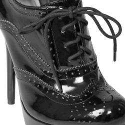 Journee Collection 'Colada-43' Women's Wingtip Platform Stilettos