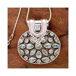 Sterling Silver 'Sky Blue' Topaz Necklace (India)