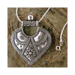 Sterling Silver 'Mighty Heart' Necklace (India)
