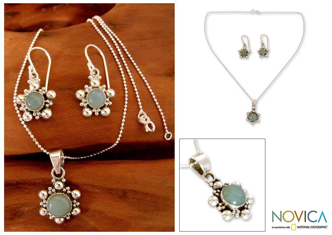 Sterling Silver 'Daisy Sky' Blue Chalcedony Jewelry Set (India)