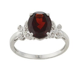 Viducci 10k White Gold Garnet and 1/10ct TDW Diamond Ring (G-H, I1-I2)