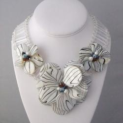 Silvertone Mother of Pearl/ Pearl Floral Necklace (5-7 mm) (Thailand)