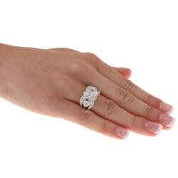 Beverly Hills Charm 14k White Gold 7/8ct TDW 3-stone Diamond Ring (Size 7)