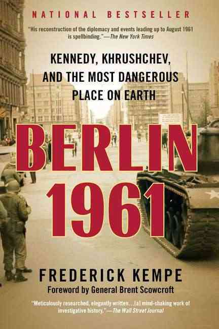 Berlin 1961: Kennedy, Khrushchev, and the Most Dangerous Place on Earth (Paperback)