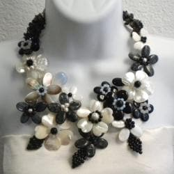 Black/ White Pearl/ Multi-gemstones Floral Necklace (6-10 mm) (Thailand)