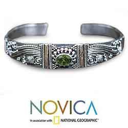Sterling Silver 'Paradise' Peridot Cuff Bracelet (Indonesia)