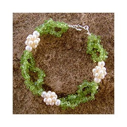 Sterling Silver 'Dreams' Pearl and Peridot Bracelet (3 mm) (India)