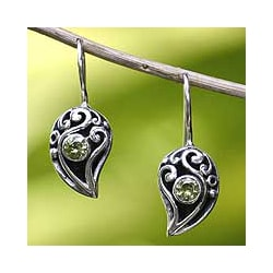Sterling Silver 'Dancing Dewdrops' Peridot Dangle Earrings (Indonesia)