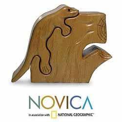 Hand-carved Mahogany 'Iguana' Puzzle Box (Guatemala)