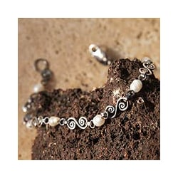 Sterling Silver 'Colonial Pearls' Pearl Bracelet (6 mm) (Peru)