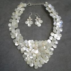 Mother of Pearl and Pearls Exquisite Focus Jewelry Set (3-8 mm) (Thailand)