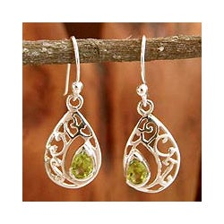 Sterling Silver 'Lace Halo' Peridot Dangle Earrings (India)