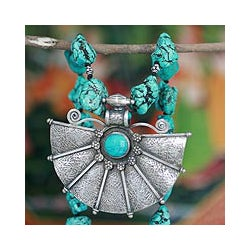 Handcrafted Sterling Silver 'Antique Fan' Magnesite Necklace (India)