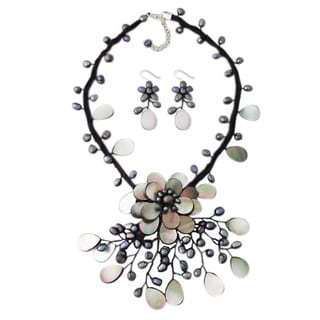Pearl/ Mother of Pearl Grey Flower Ray Jewelry Set (3-5 mm) (Thailand)