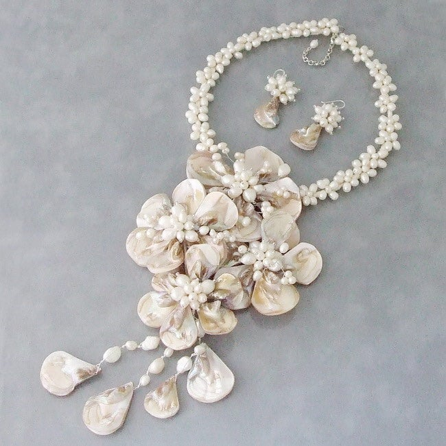 White Shell/ Pearl Grand Floral Bouquet Jewelry Set (3-7 mm) (Thailand)