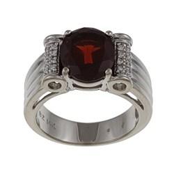 FJC 14k White Gold Garnet and 1/10ct TDW Diamond Ring (H-I, I1-I2)