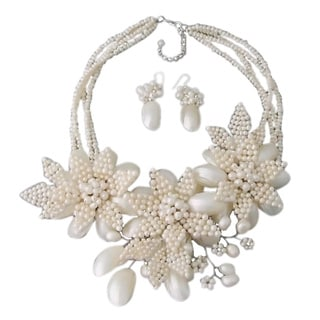 White Shell and Pearl Blooming Flower Jewelry Set (3-10 mm) (Thailand)
