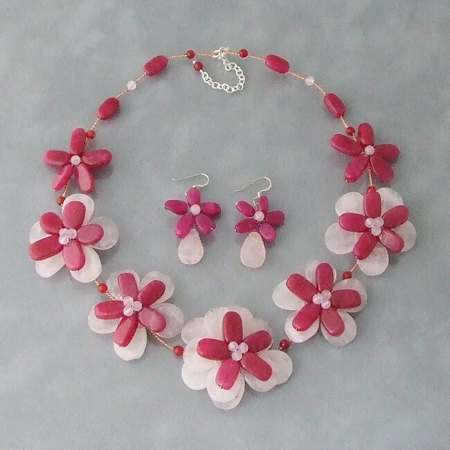 Agate and Quartz Pink Layered Floral Jewelry Set (Thailand)