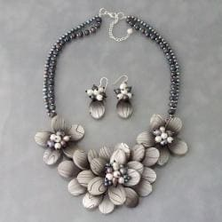Pearl and MOP Trendy Zebra Floral Jewelry Set (3-7 mm) (Thailand)
