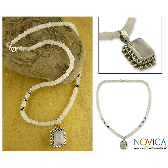 Sterling Silver 'Morning Glow' Moonstone Necklace (India)