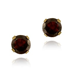 Glitzy Rocks 14k Yellow Gold 11/10ct TGW 5mm Garnet Stud Earrings