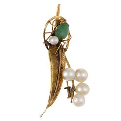 14k Yellow Gold Jade and Freshwater Pearl Spider on Leaf Brooch (7 mm)