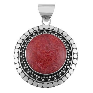 Red Coral Silverplated Brass 'Beaded Edge' Round Pendant (Indonesia)