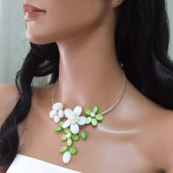 Mother of Pearl and Pearl Floral Fantasy Choker Necklace (Thailand