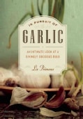 In Pursuit of Garlic: An Intimate Look at a Divinely Odorous Bulb (Paperback)
