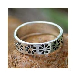 Sterling Silver 'Daisy Shadow' Band (Thailand)