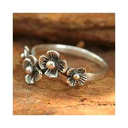Sterling Silver 'Daisy Quartet' Flower Ring (Thailand)