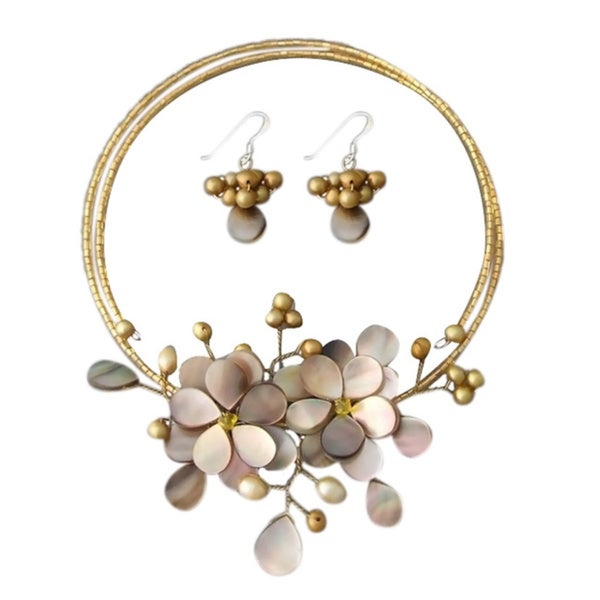 Golden Garland Mother of Pearl-Pearl Floral 925 Silver Jewelry Set (4-7 mm) (Thailand)