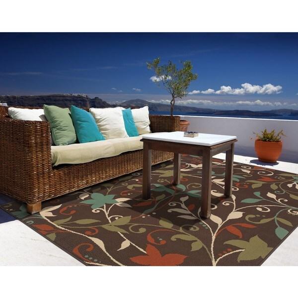 Brown/ Green Outdoor Area Rug (6'7 x 9'6)