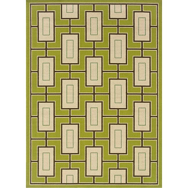 Green/Ivory Geometric Outdoor Area Rug (6'7 x 9'6)
