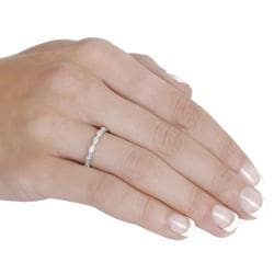 Journee Collection Sterling Silver Round-cut Cubic Zirconia Ring