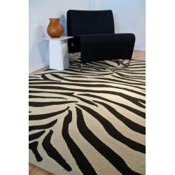 Hand-hooked White/ Black Rug (7'6 x 9'6)