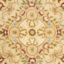 Handmade Aubusson Creteil Beige/ Light Gold Wool Rug (7'6 x 9'6)