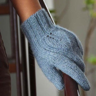 Alpaca Wool 'Grey Shadow Leaves' Gloves (Peru)