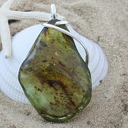 Sterling Silver Green Baltic Amber Freeform Vined Pendant (Lithuania)