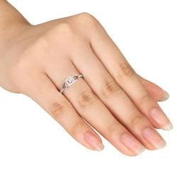 Miadora Sterling Sliver 1/10ct TDW Diamond  Halo Ring (G-H, I2-I3)