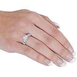 Silvertone Round-cut 5 mm Width Cubic Zirconia Ring