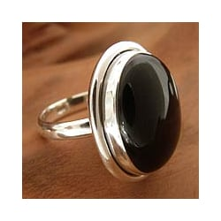 Universe Artisan Contemporary Modern Polished Oval Black Onyx Gemstone Bezel Set 925 Sterling Silver Womens Ring (India)