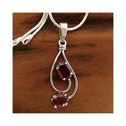 Sterling Silver 'Delhi Dance' Garnet Necklace (India)